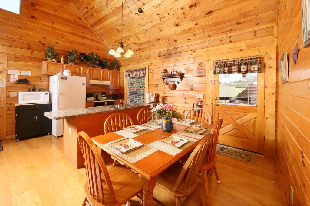 Photo of a Pigeon Forge Cabin named Bear Heaven - This is the tenth photo in the set.