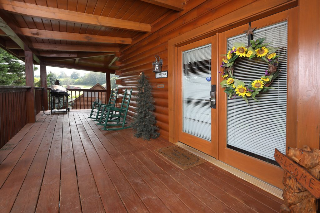 Photo of a Pigeon Forge Cabin named Bear Heaven - This is the thirteenth photo in the set.