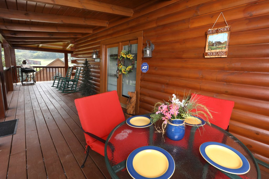 Photo of a Pigeon Forge Cabin named Bear Heaven - This is the fifteenth photo in the set.