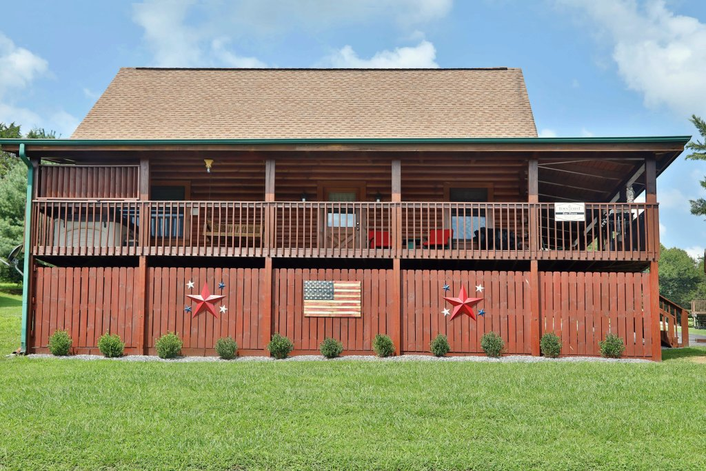 Photo of a Pigeon Forge Cabin named Bear Heaven - This is the nineteenth photo in the set.