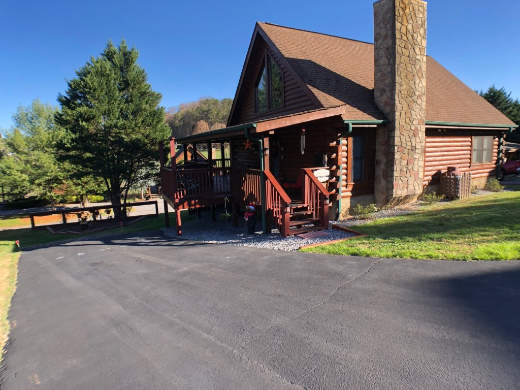 Photo of a Pigeon Forge Cabin named Bear Heaven - This is the twenty-second photo in the set.
