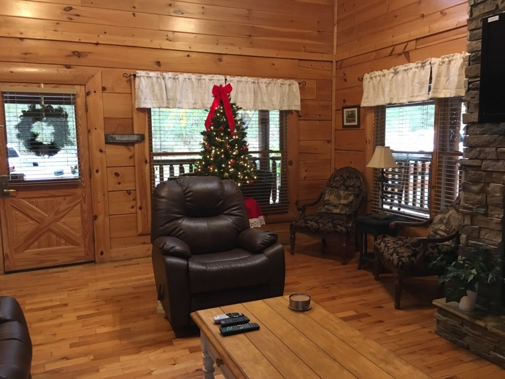 Photo of a Sevierville Cabin named Mayberry - This is the second photo in the set.