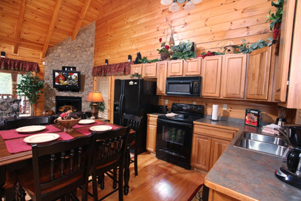Photo of a Sevierville Cabin named Moose-behaving - This is the eleventh photo in the set.