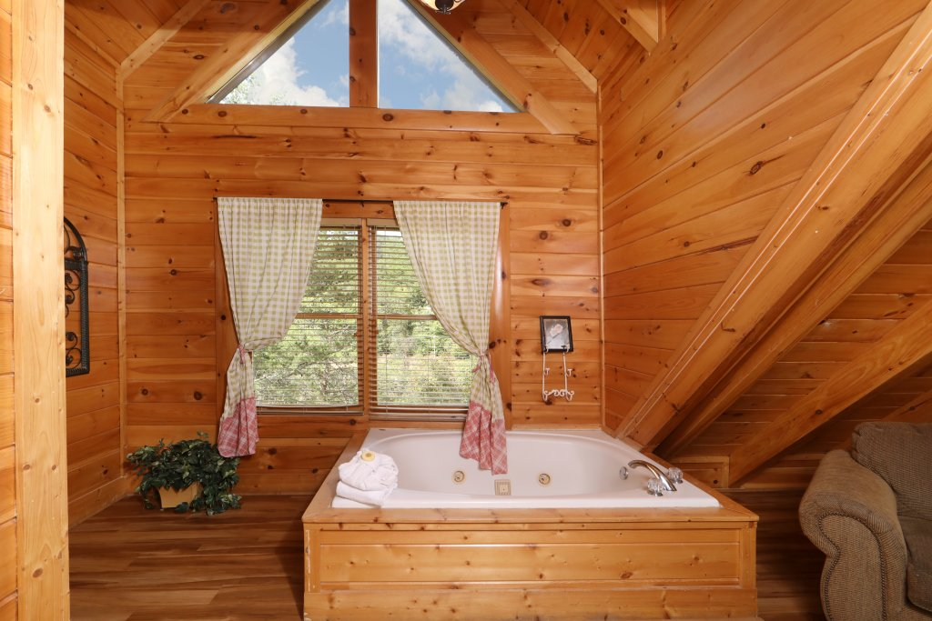 Photo of a Sevierville Cabin named Mayberry - This is the fifth photo in the set.