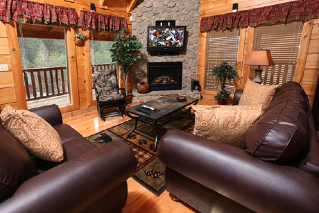 Photo of a Sevierville Cabin named Moose-behaving - This is the second photo in the set.