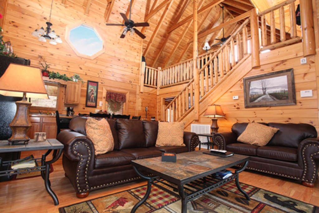 Photo of a Sevierville Cabin named Moose-behaving - This is the third photo in the set.