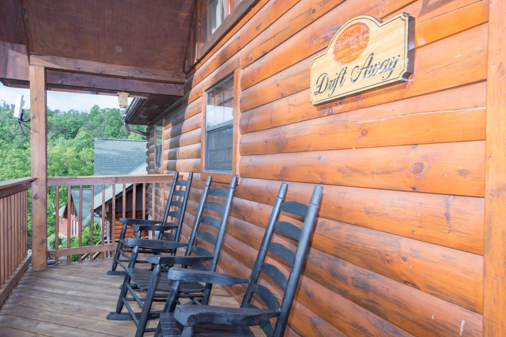 Photo of a Pigeon Forge Cabin named Drift Away - This is the fourteenth photo in the set.