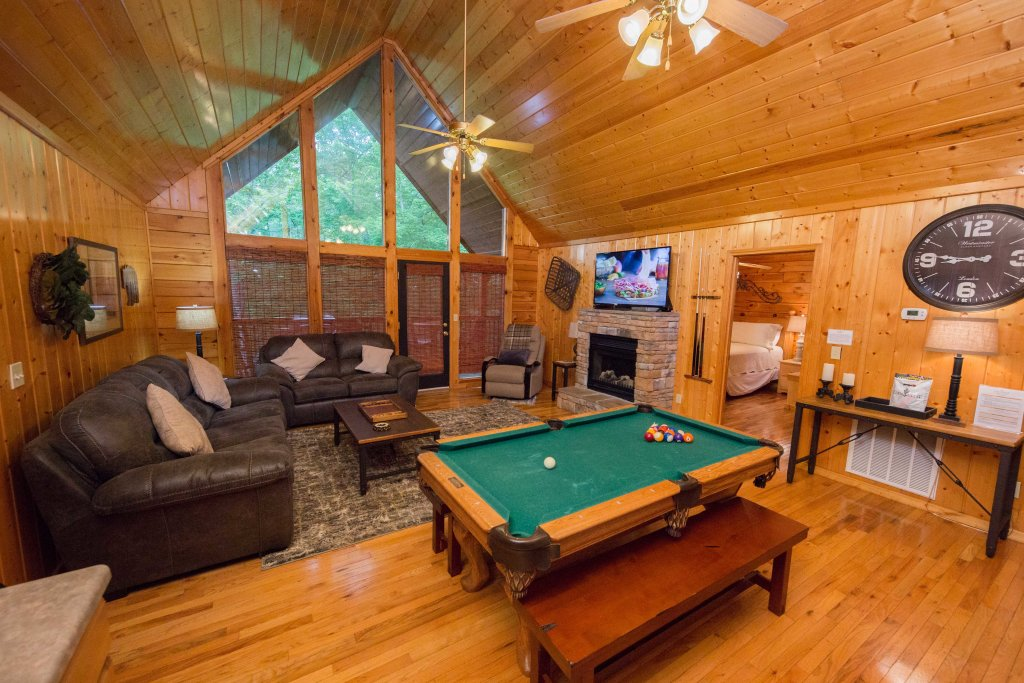 Photo of a Pigeon Forge Cabin named Drift Away - This is the second photo in the set.