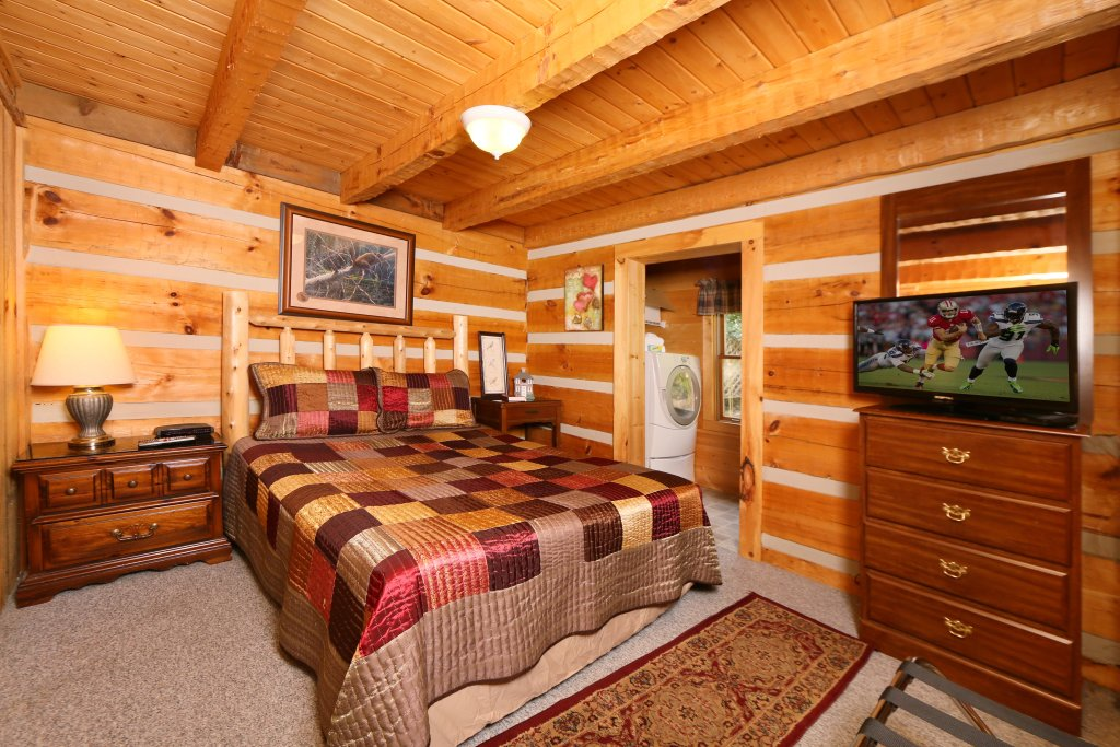 Photo of a Sevierville Cabin named A Walk In The Clouds - This is the fifth photo in the set.
