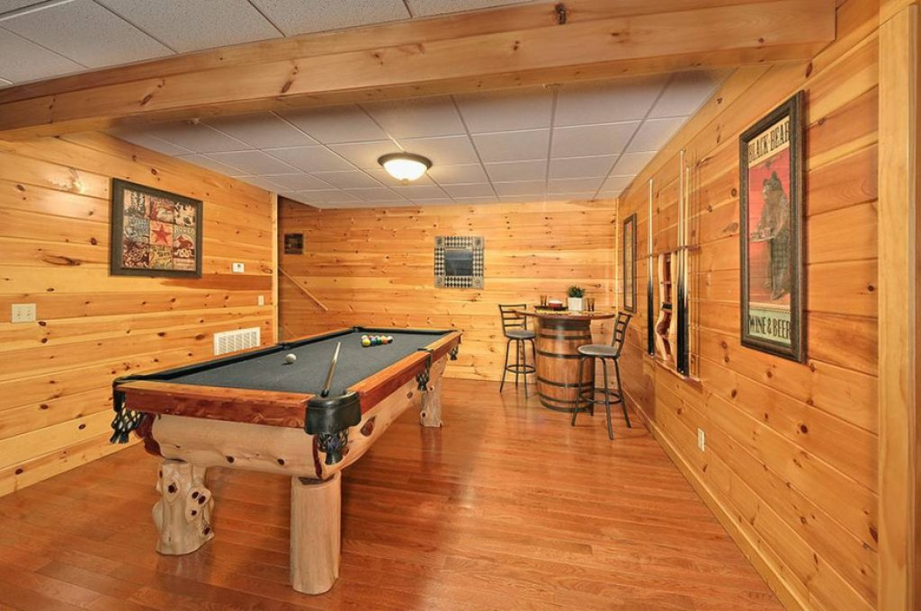 Photo of a Pigeon Forge Cabin named Dancing Bear Lodge - This is the twenty-first photo in the set.