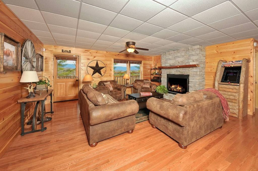 Photo of a Pigeon Forge Cabin named Dancing Bear Lodge - This is the fourth photo in the set.