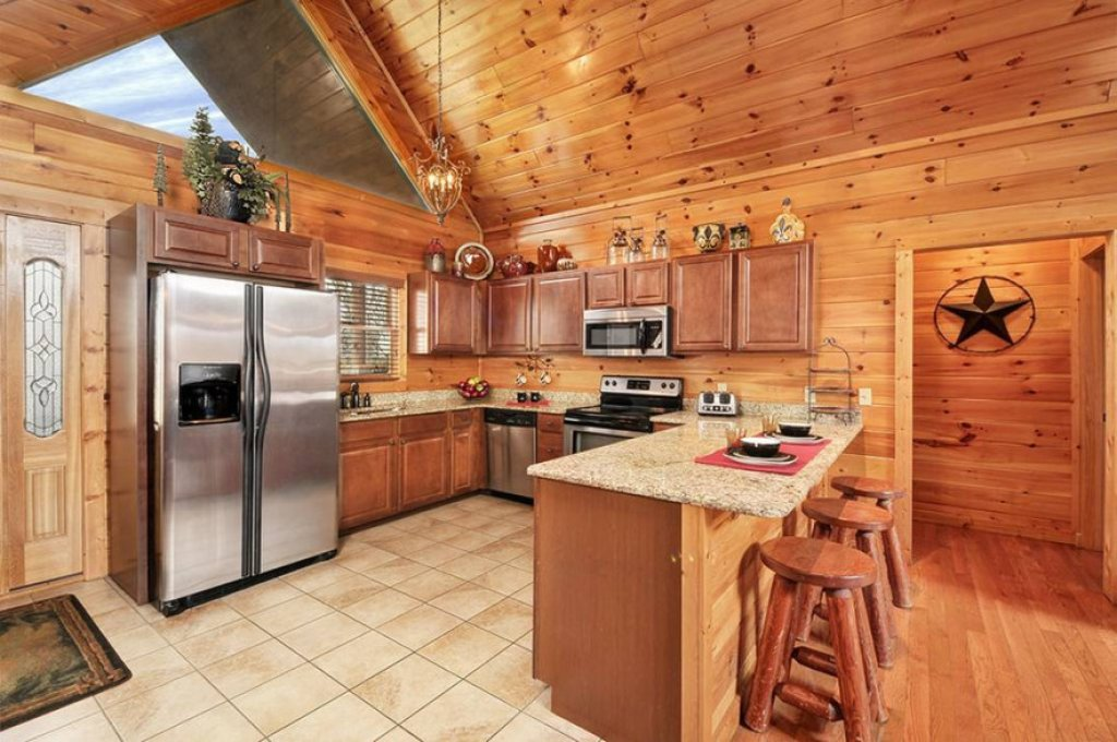 Photo of a Pigeon Forge Cabin named Dancing Bear Lodge - This is the twenty-second photo in the set.