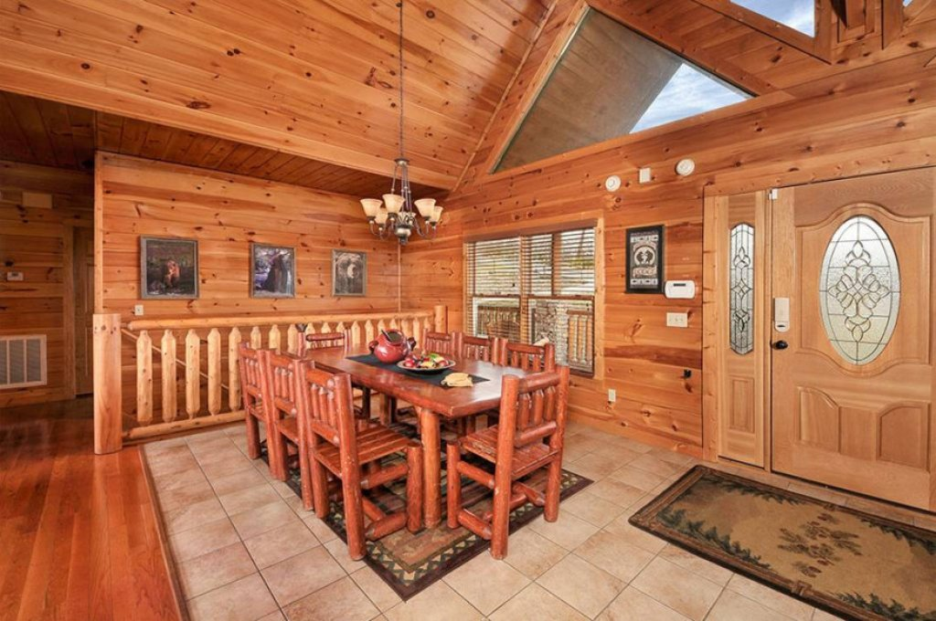 Photo of a Pigeon Forge Cabin named Dancing Bear Lodge - This is the twenty-third photo in the set.