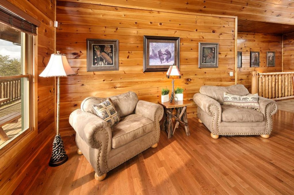 Photo of a Pigeon Forge Cabin named Dancing Bear Lodge - This is the third photo in the set.