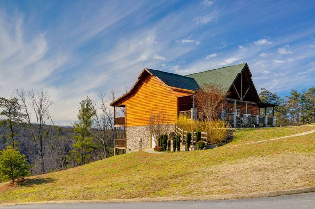 Photo of a Pigeon Forge Cabin named Dancing Bear Lodge - This is the thirty-second photo in the set.