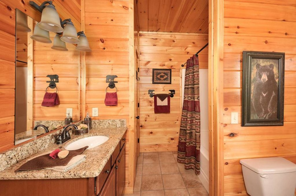 Photo of a Pigeon Forge Cabin named Dancing Bear Lodge - This is the thirteenth photo in the set.