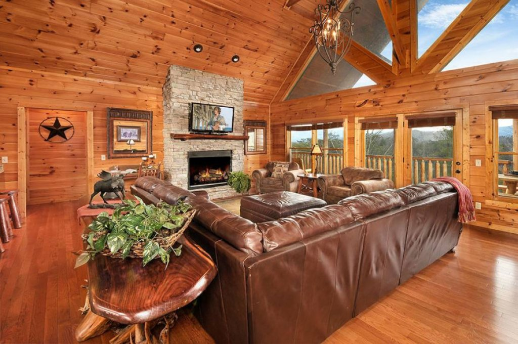Photo of a Pigeon Forge Cabin named Dancing Bear Lodge - This is the second photo in the set.