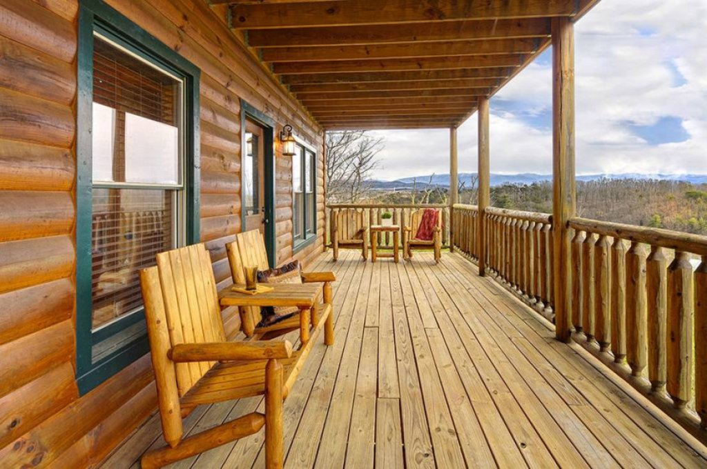 Photo of a Pigeon Forge Cabin named Dancing Bear Lodge - This is the twenty-fifth photo in the set.