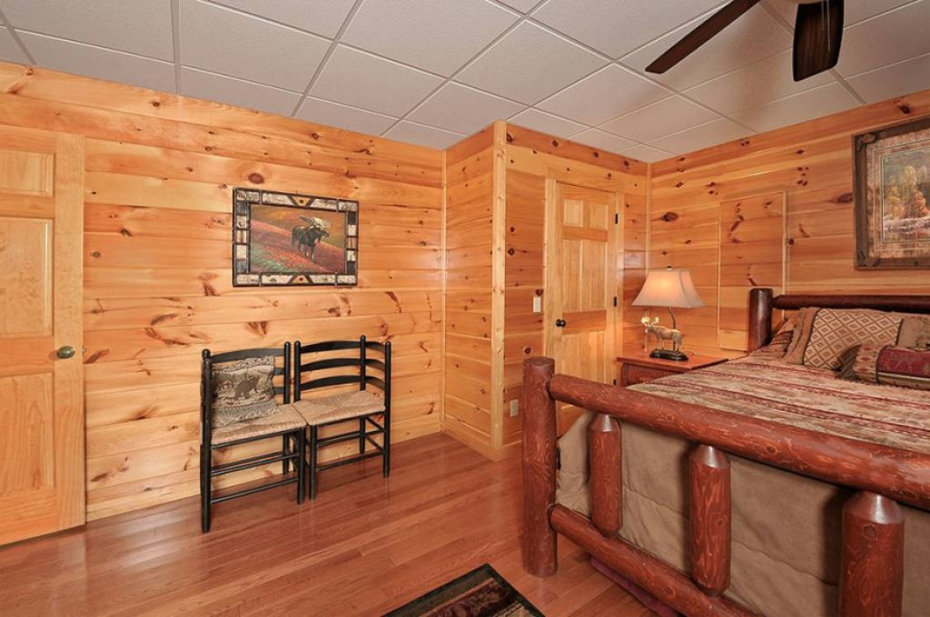 Photo of a Pigeon Forge Cabin named Dancing Bear Lodge - This is the seventeenth photo in the set.