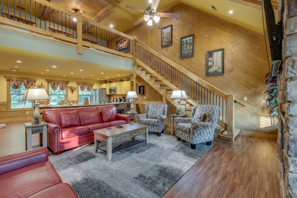 Photo of a Gatlinburg Chalet named Splash Mountain Lodge - This is the thirteenth photo in the set.