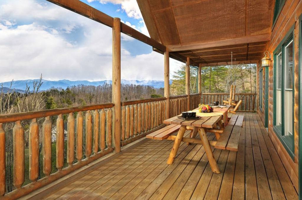 Photo of a Pigeon Forge Cabin named Dancing Bear Lodge - This is the twenty-eighth photo in the set.