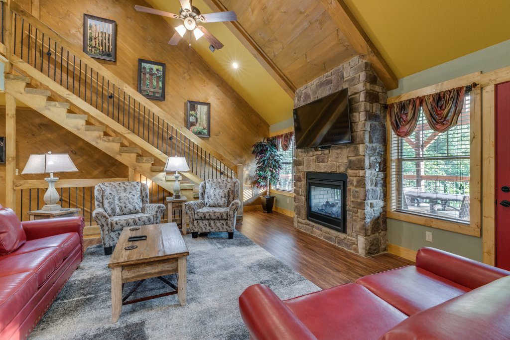 Photo of a Gatlinburg Chalet named Splash Mountain Lodge - This is the twelfth photo in the set.