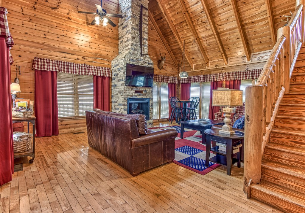 Photo of a Sevierville Cabin named Tennessee Star Lodge - This is the second photo in the set.