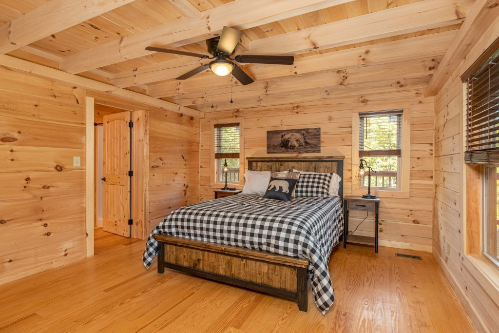 Photo of a Gatlinburg Cabin named Smoky Retreat - This is the eleventh photo in the set.