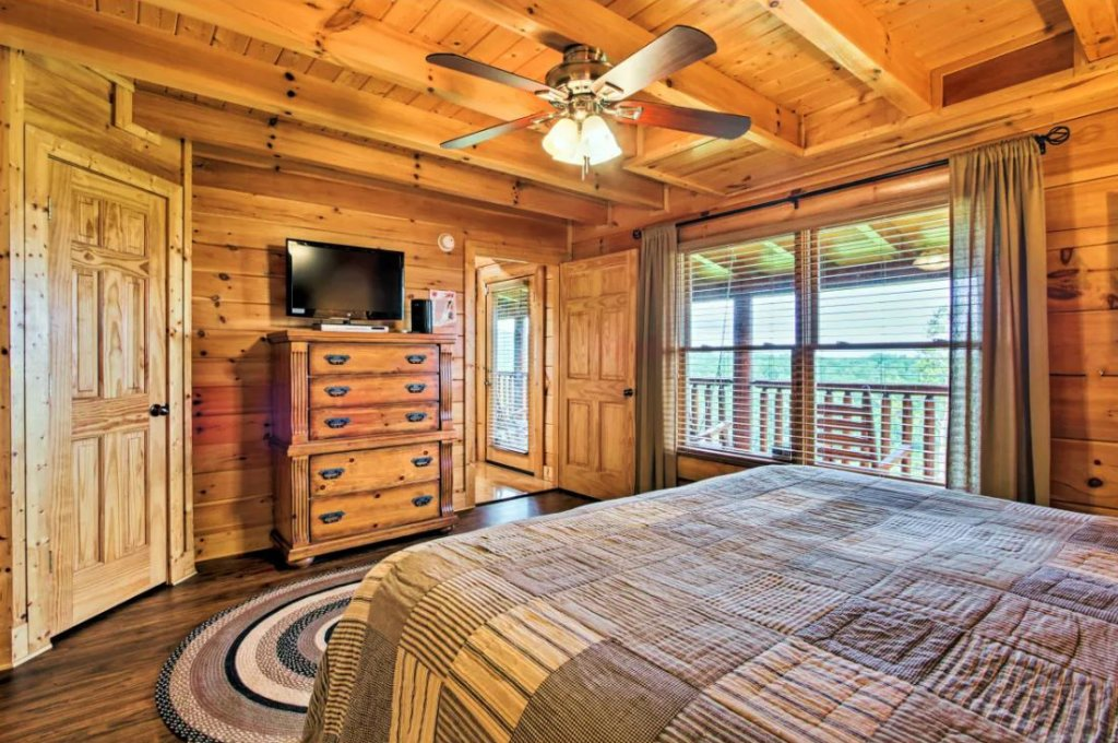 Photo of a Sevierville Cabin named Tennessee Star Lodge - This is the fourteenth photo in the set.