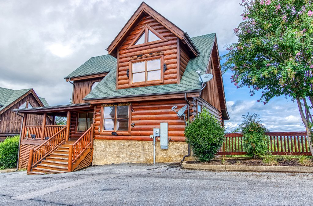 Photo of a Sevierville Cabin named Tennessee Star Lodge - This is the first photo in the set.
