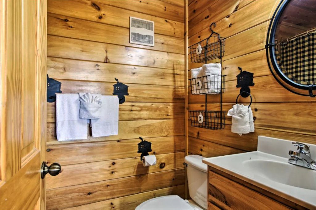 Photo of a Sevierville Cabin named Tennessee Star Lodge - This is the nineteenth photo in the set.