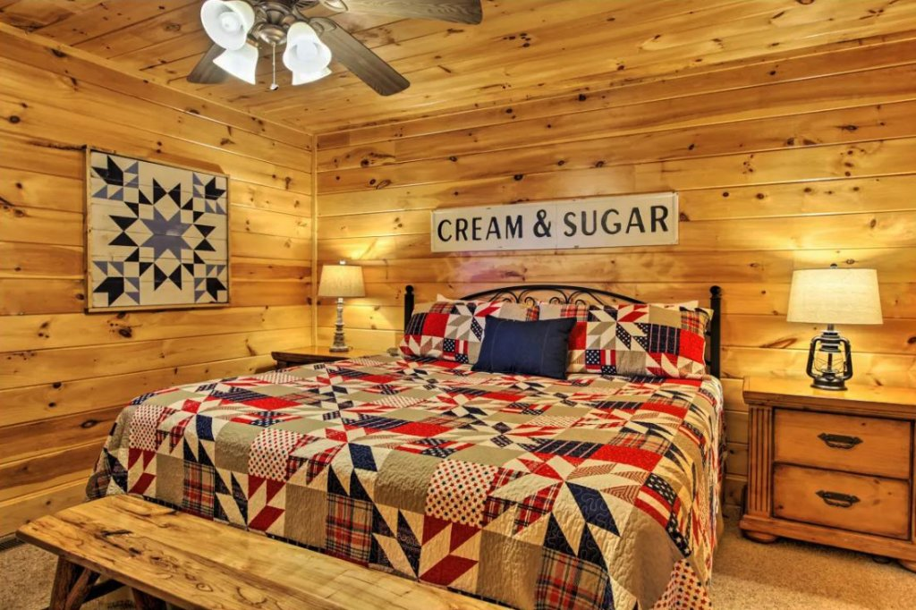 Photo of a Sevierville Cabin named Tennessee Star Lodge - This is the twentieth photo in the set.