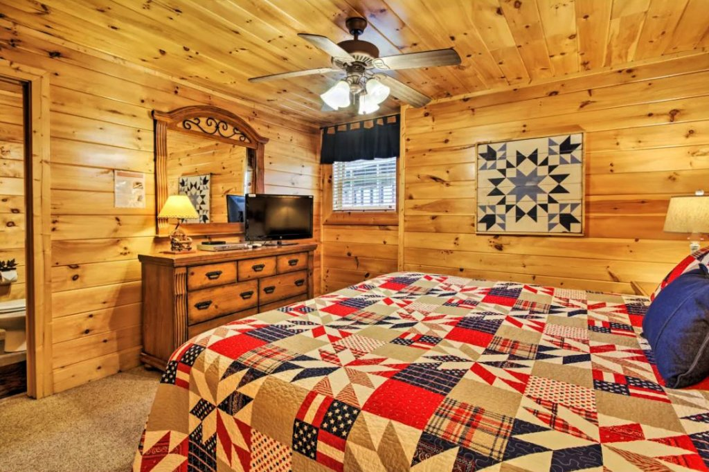 Photo of a Sevierville Cabin named Tennessee Star Lodge - This is the twenty-first photo in the set.