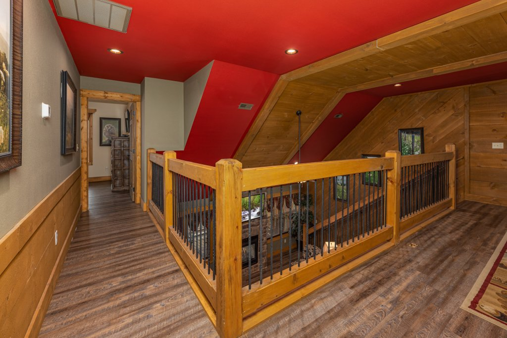 Photo of a Gatlinburg Cabin named Splash Mansion - This is the twenty-eighth photo in the set.