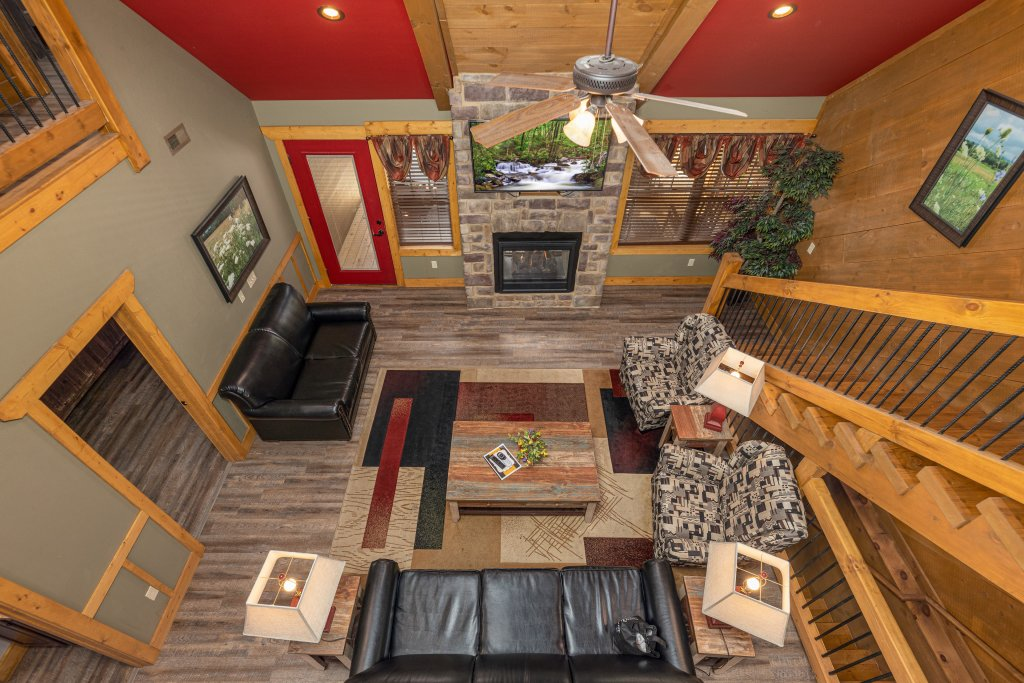 Photo of a Gatlinburg Cabin named Splash Mansion - This is the fourth photo in the set.
