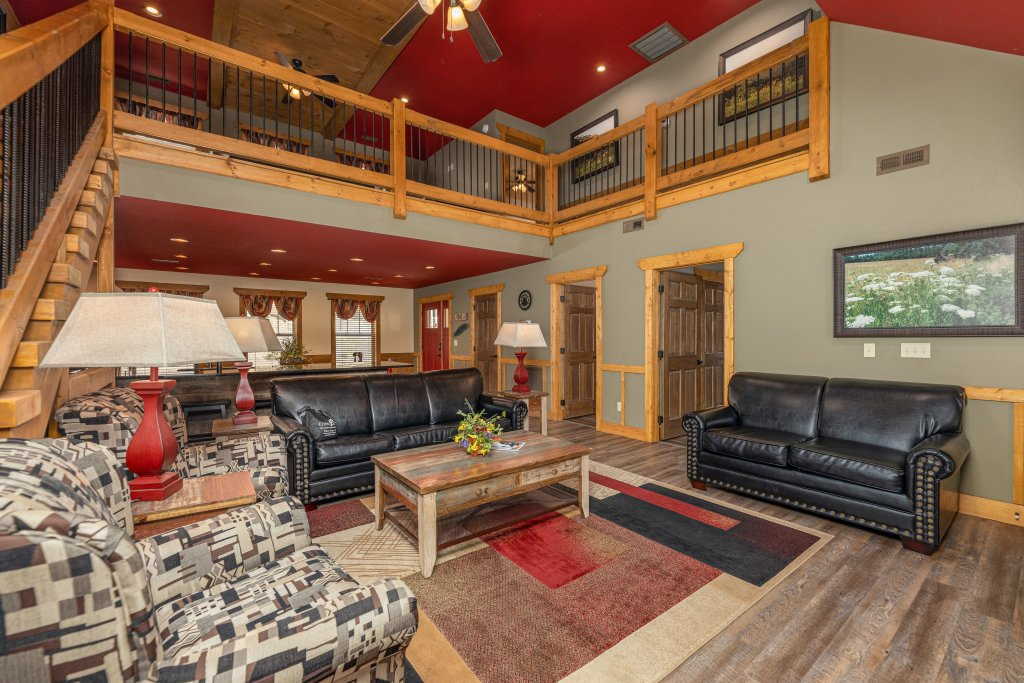Photo of a Gatlinburg Cabin named Splash Mansion - This is the second photo in the set.