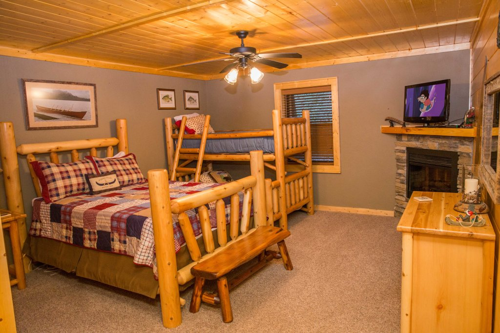 Photo of a Sevierville Cabin named Cub Creek Lodge - This is the seventeenth photo in the set.