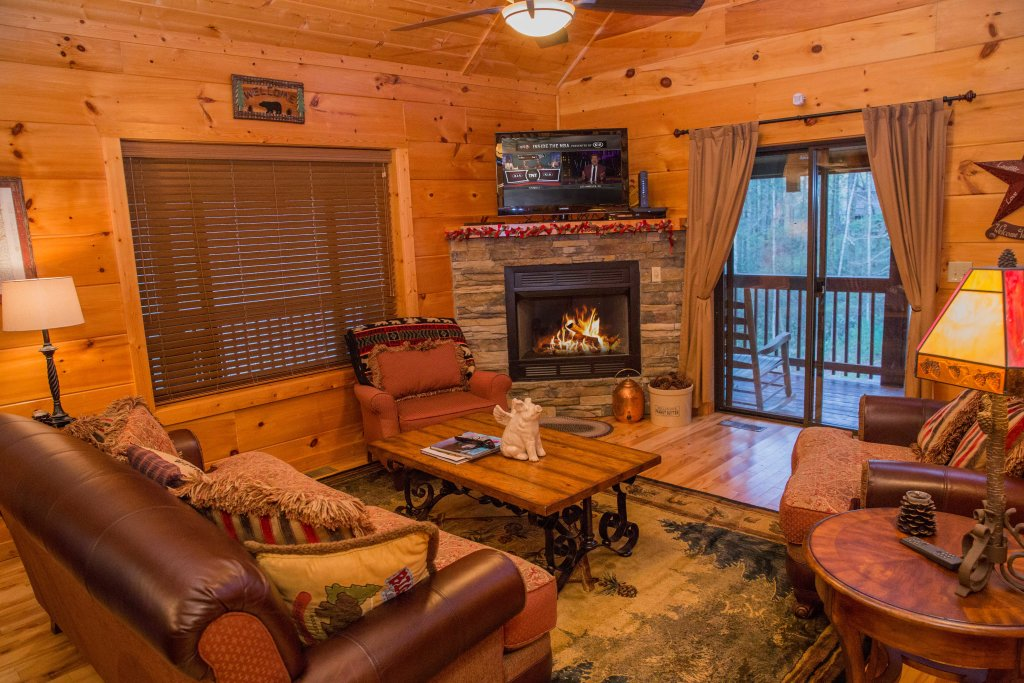 Photo of a Sevierville Cabin named Cub Creek Lodge - This is the fourth photo in the set.