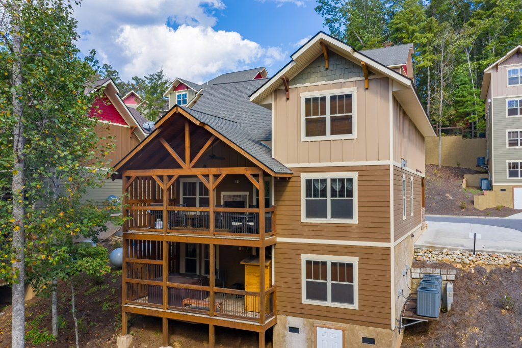 Photo of a Gatlinburg Cabin named Splash Mansion - This is the forty-second photo in the set.