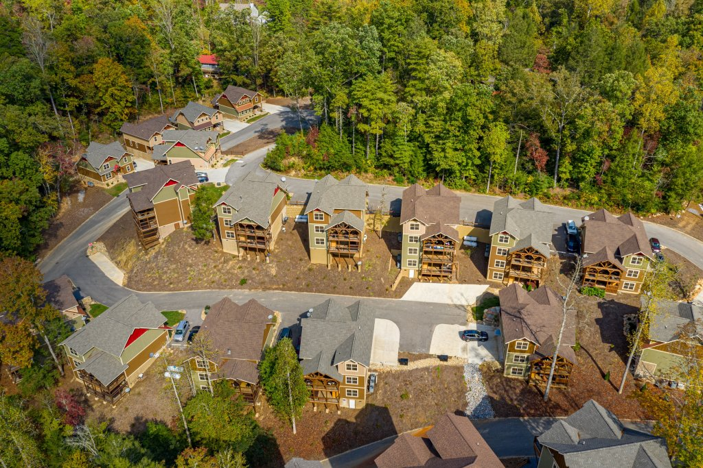 Photo of a Gatlinburg Cabin named Splash Mansion - This is the forty-third photo in the set.