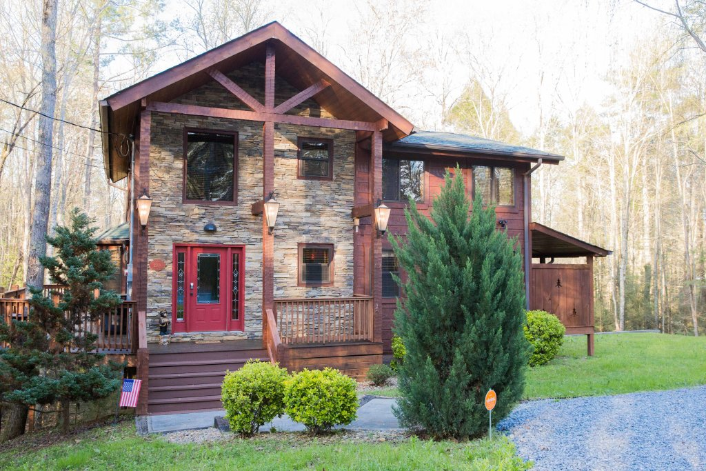 Photo of a Sevierville Cabin named Cub Creek Lodge - This is the first photo in the set.