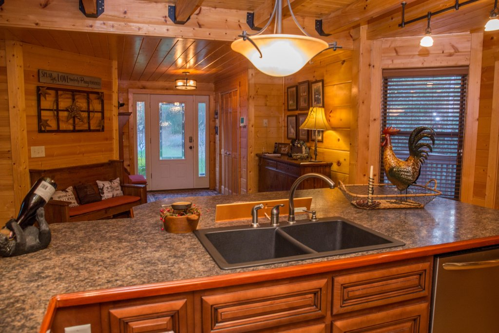 Photo of a Sevierville Cabin named Cub Creek Lodge - This is the thirty-third photo in the set.