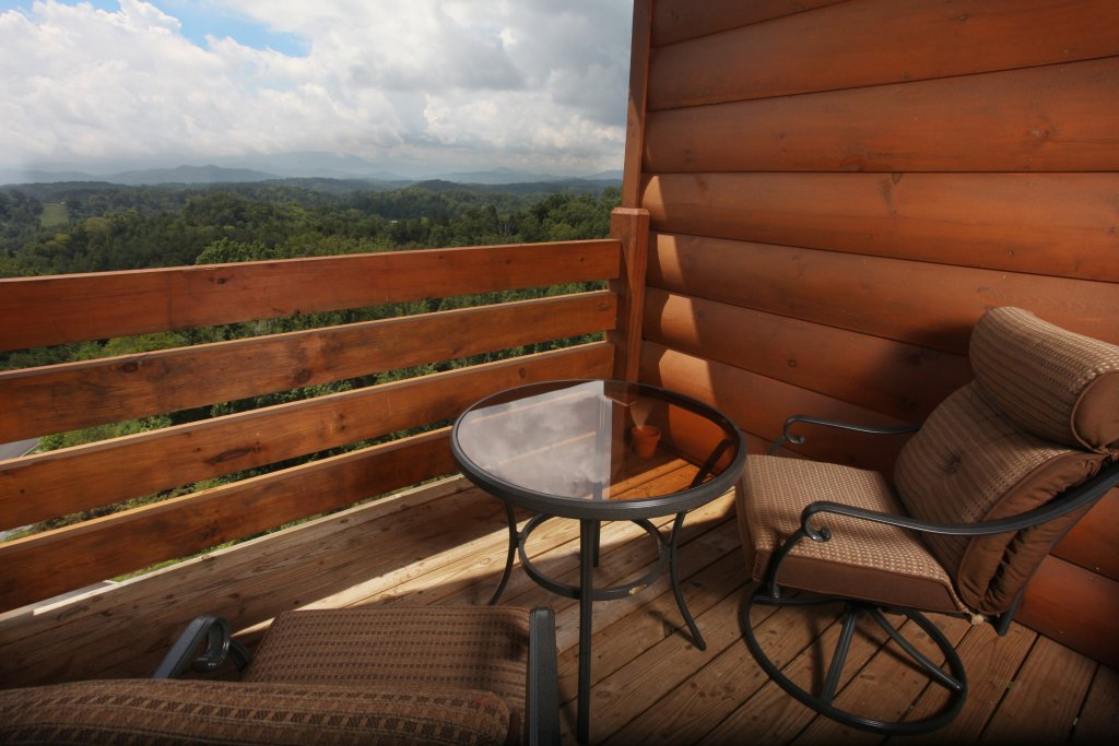 Photo of a Sevierville Cabin named Serenity Mountain Pool Lodge - This is the thirty-ninth photo in the set.