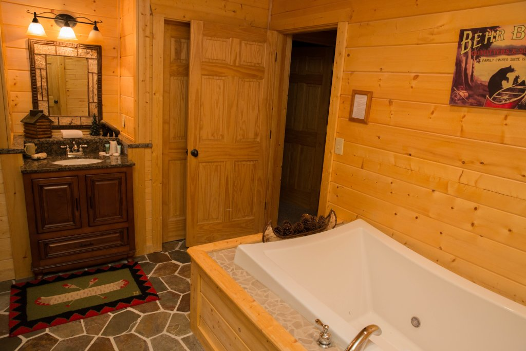 Photo of a Sevierville Cabin named Cub Creek Lodge - This is the fifteenth photo in the set.