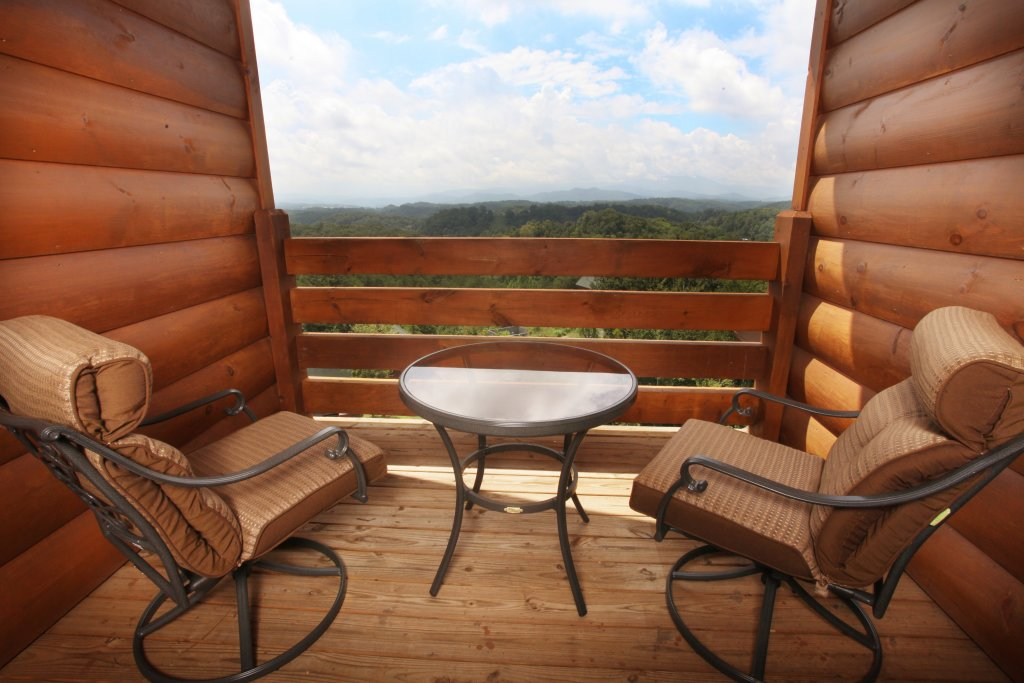 Photo of a Sevierville Cabin named Serenity Mountain Pool Lodge - This is the fortieth photo in the set.