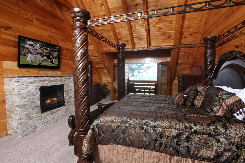 Photo of a Sevierville Cabin named Serenity Mountain Pool Lodge - This is the seventh photo in the set.