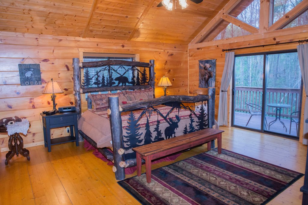 Photo of a Sevierville Cabin named Cub Creek Lodge - This is the tenth photo in the set.
