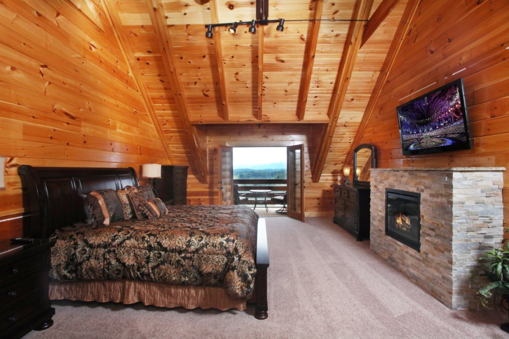 Photo of a Sevierville Cabin named Serenity Mountain Pool Lodge - This is the tenth photo in the set.