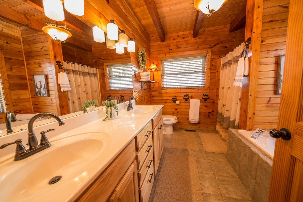 Photo of a Sevierville Cabin named Psalm 2705 - This is the thirteenth photo in the set.