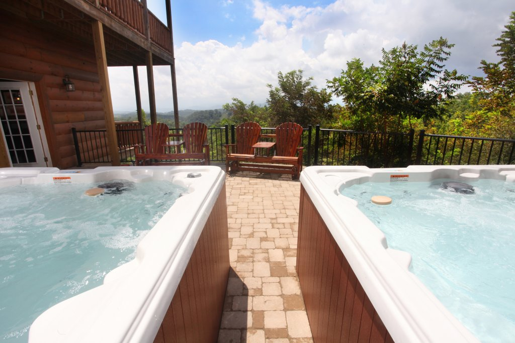 Photo of a Sevierville Cabin named Serenity Mountain Pool Lodge - This is the thirty-eighth photo in the set.